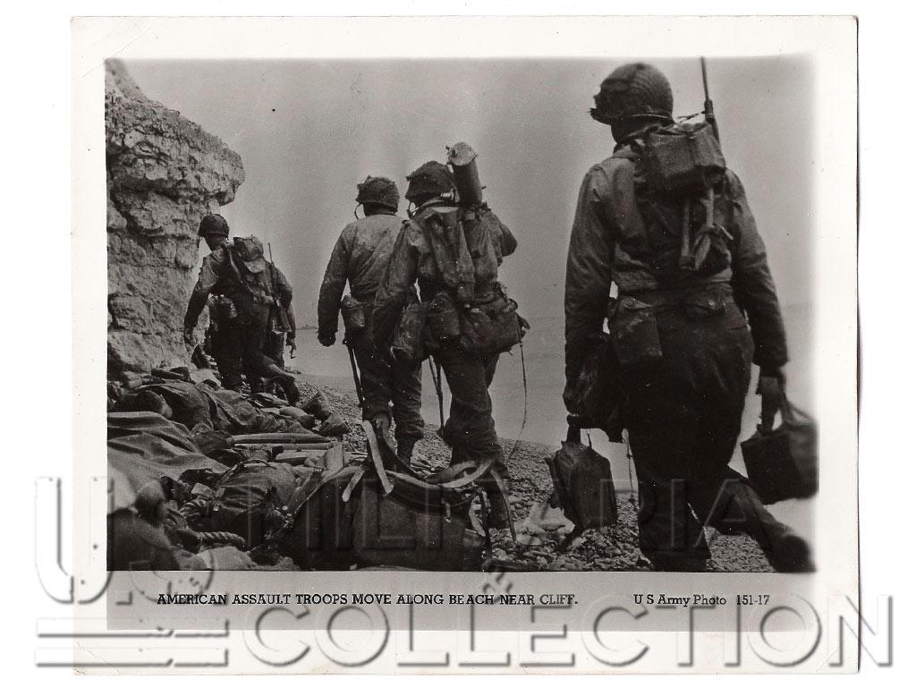 6 juin 1944, troupes d'assaut américaines au bas d'une falaise