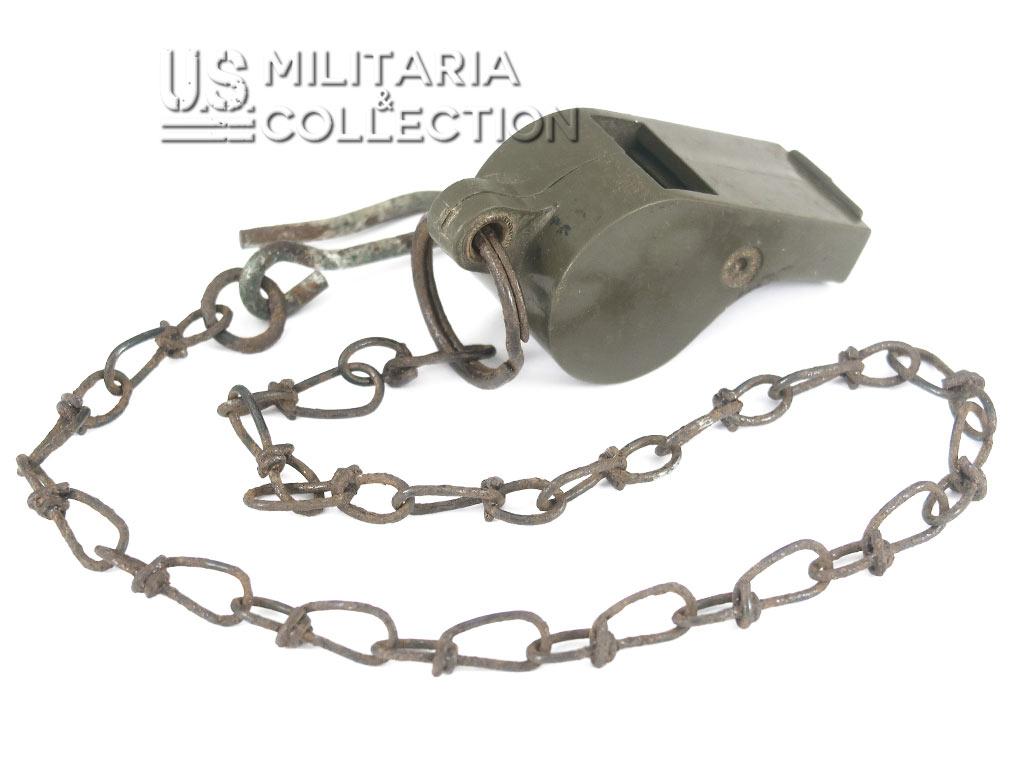 Sifflet US ARMY en plastique daté 1943