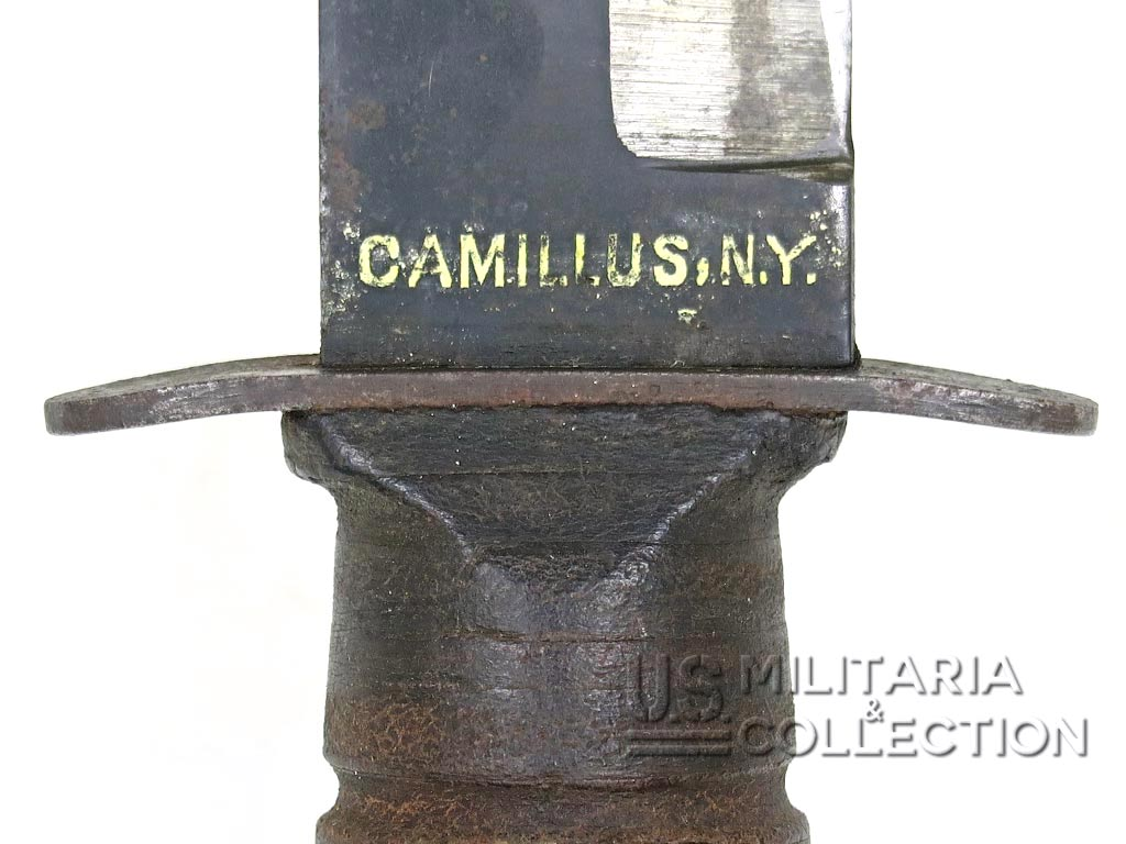 Couteau USMC Camillus, Marquage lame