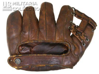 Gant de Baseball Goldsmith, Special Services